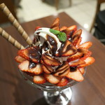 カフェレストラン リップル - もりもり苺のびっくりパフェ