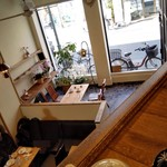 喫茶室・らんぷ - 内観・ランプ2つ見えます