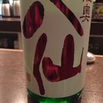朔 - 陸奥八仙の特別純米 赤ラベルは火入れしてあるほうです 飲み口が爽やかで冷やで最初に味わいたいタイプですね