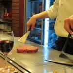 ステーキハウス小坂 - ヒレ肉、焼かれます