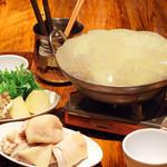 恵比寿18番 - 食べるエステ コラーゲン鍋(※画像は2人前です)