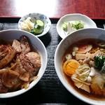 春華食堂 - 焼肉丼+半ラーメン 700円