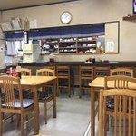 マルマ食堂 - お店の中の様子。お昼はすぐに満席になります。