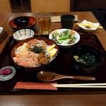 80972370 - セイコガニ丼(珈琲付き)¥1800+消費税。後の小鉢にはナムルもやしが一口。