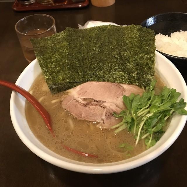 かわべ - 豚骨醤油らぁ麺。 税込680円。 旨し。