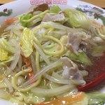 マルマ食堂 - 特産品の蒲鉾とじゃこ天が入った八幡浜ちゃんぽん。あっさりスープが甘くて、美味しかったです。