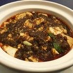 80974413 - 麻婆豆腐は土鍋で提供されます                       たっぷりと2人前位の量が有りました♪(^^)