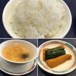 80974434 - ビジネスランチセット                        →ご飯、トマトと玉子のスープ、漬物                       ご飯はお代わりも出来る様子ですが、こんもりと盛り付けてあり量は十分。漬物は中華風なのでしょうか。味わい深く美味しい品でした(^^)v