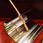 ラパルタメント ディ ナオキ - 食事の合間にはプレッツェルを齧る。