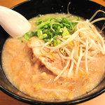 初代 秀ちゃん - ウリと思われる、ラーメン零号肉カス入り700円。『1996年創業当時の味を再現し…究極の一杯』らしい。