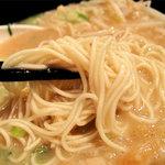 初代 秀ちゃん - 麺は細めんです。ヤワになりやすく、麺の茹で加減のリクエストは、カタかバリカタがおすすめ。