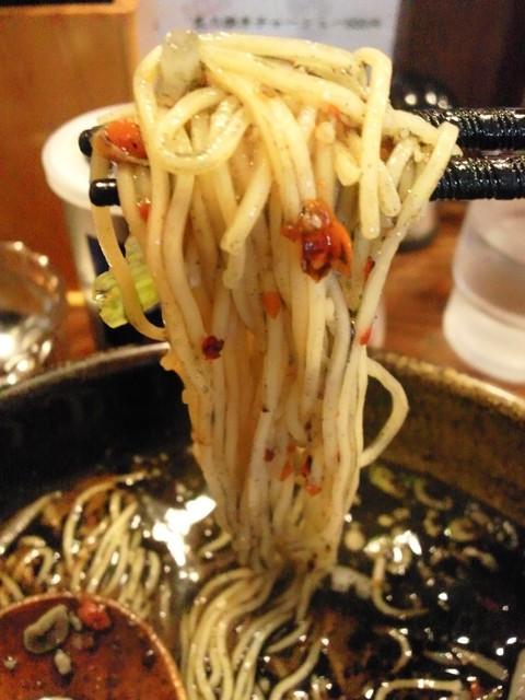 やぐら亭 - 麺に絡まるハバネロちゃん