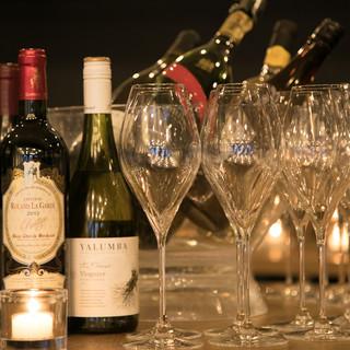 常時10種以上のグラスワインは選べる楽しさ抜群