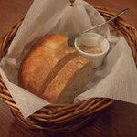 イタリア田舎料理 ダンロ - パン 豚のペーストが付きます♪