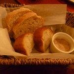 イタリア田舎料理 ダンロ - パン 豚ペースト付き。
