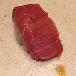 すし岩瀬 - 料理写真:大間産 鮪 中トロ 握り