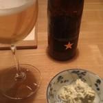 斗 - 料理写真:ビール(INEDIT)とお通し(干し枝豆とマスカルポーネチーズ)