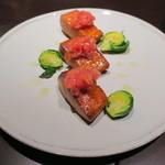 ワカヌイ グリル ダイニング バー 東京 - ニュージーランド産キング・サーモンの温燻製 芽キャベツ添え1