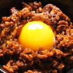 らふ家 - ピリ辛肉そぼろ丼+玉子トッピング