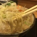 ラーメンみそ兵衛 - 麺アップ