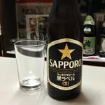 平尾酒店 - やっぱりビールはサッポロ黒ラベル。中瓶320円。