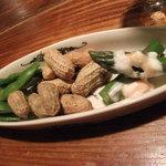 橡 - 料理写真:お通し/枝豆、落花生、アスパラの明太子マヨネーズ