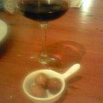 まつや - いつもワインについてくるイチジクのワイン煮