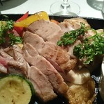 81010402 - J'adore鉄板肉バルスタイル!3種盛り(特製ハーブマリネ鶏ロースト・自家熟成ポークロインのポワレ・希少部位 牛ササミステーキ)