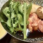 鎌仁別荘 - 鍋は、鶏肉入りのすき焼き風