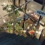セントル - 階段下りたら、お店です。