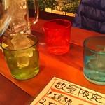 沖縄キッチン てりとりー - 1802_沖縄キッチン てりとりー_泡盛1本@2,500円(時雨) 琉球グラスも雰囲気良いですね。