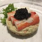 GINZA TOTOKI - ズワイガニのブルヌイ 蟹みそをからめたほぐし身 オシェトラのキャビア