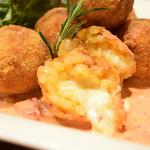 フレンチ小料理バル megane - とろーりチーズのまーるいリゾットコロッケ