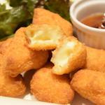 フレンチ小料理バル megane - カマンベールチーズフライ