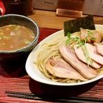 ヒキュウ - 料理写真:鷄白湯つけ麺大盛りチャーシュー増し¥950