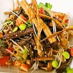 中華厨屯知 - たっぷりサラダに贅沢な県産黒毛和牛の【和王の美味サラダ】野菜と和牛がモリモリ食べれる人気のサラダ♡