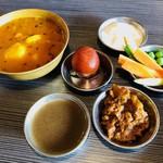 ネパール民族料理 アーガン - さぁ、どう味を組み立てよう!