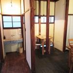 カフェつむぐり - 二階の右側。共同洗面台もイイ感じ。