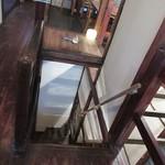 カフェつむぐり - 階段の上から。