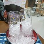 ぶた串や - グラスは冷やして提供。