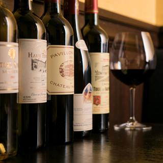 絶品料理たちのお供には…、もちろん厳選のワインをどうぞ。