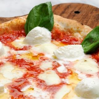 金賞を獲得した国産チーズを使った手作りピザ