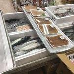 ふれっしゅふーどいやさか - 鯵や 鯖も 盛り沢山 鮫タレも……