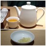 鼎泰豊 - ◆温かい「ジャスミン茶」が出されます。 下の画像は小籠包用の針生姜。