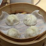 鼎泰豊 - ◆小籠包(4個)・・お肉の味わいが強くなくジューシーで美味しい。