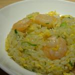 鼎泰豊 - ◆炒飯には「海老」「枝豆」「細切りの豚肉」「卵」などが入り、薄味でパラパラ仕上げ。 お味が薄いので小籠包のたれをかけていただきました。