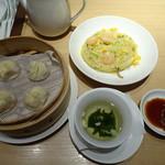 鼎泰豊 - ◆五目炒飯セット(平日限定:1200円:税込)・・小籠包4個・炒飯・スープのセット。