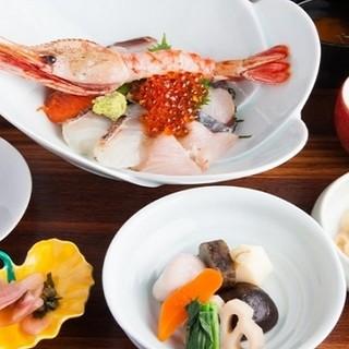 鮮度抜群!プリプリの魚介をたっぷり堪能『海鮮丼ランチ』