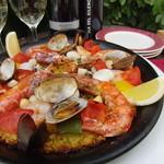 スペインバル リサリサ - 魚介たっぷりシーフードパエリア1490円