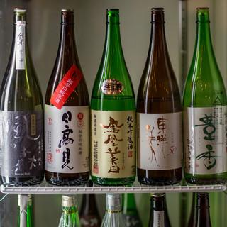 クラフトビールや全国の日本酒や焼酎等、やきとんに合うドリンク